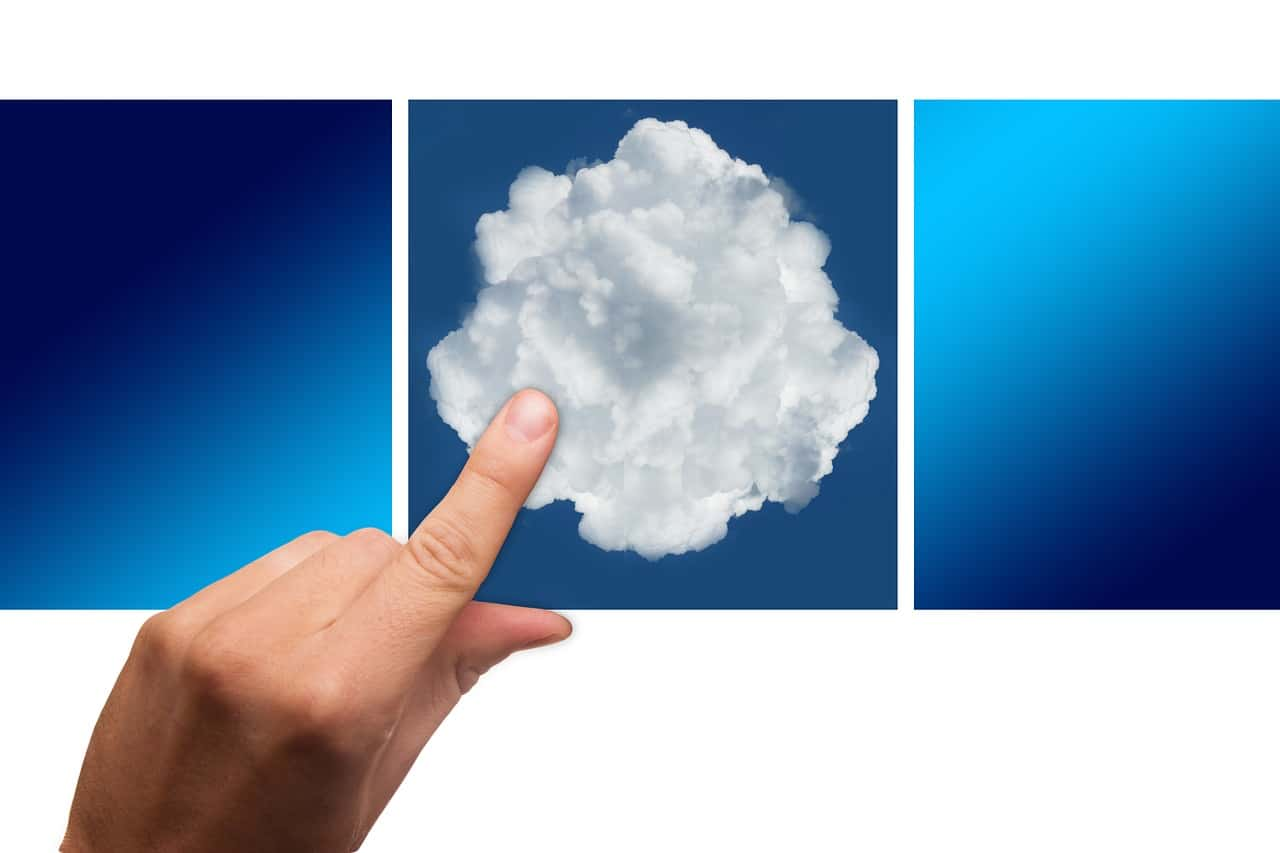 Finger pointing to.a cloud, representing the selection of a cloud server